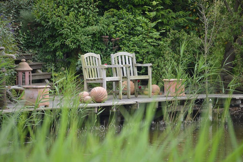 Zahradní nábytek trpí