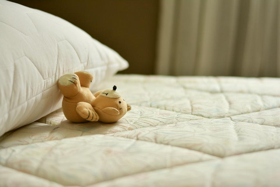 Dáváme matracím nový život. Jak je zbavit skvrn nebo nepříjemného zápachu?