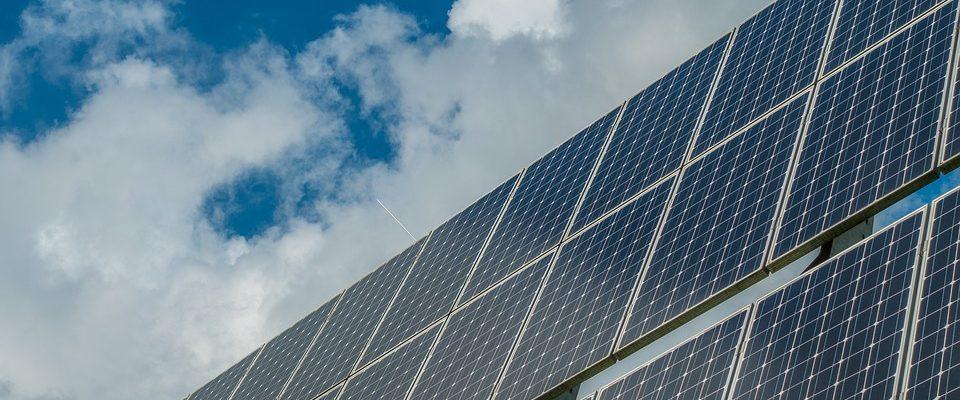 Je tichá a neznečišťuje životní prostředí. Jaké jsou další výhody fotovoltaiky?