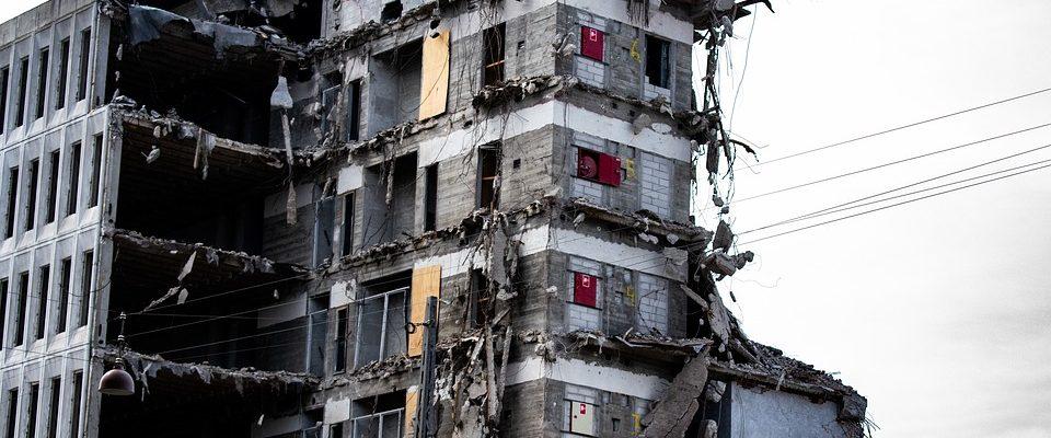 Co mít vyřízené a co si pohlídat, než začnete bourat nemovitost